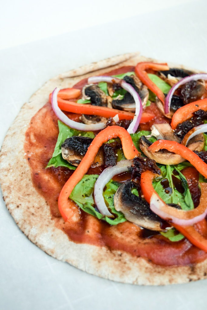 easy pizza recipe | whole wheat pita pizza | pita pizza | easy weeknight dinner | easy dinner recipes